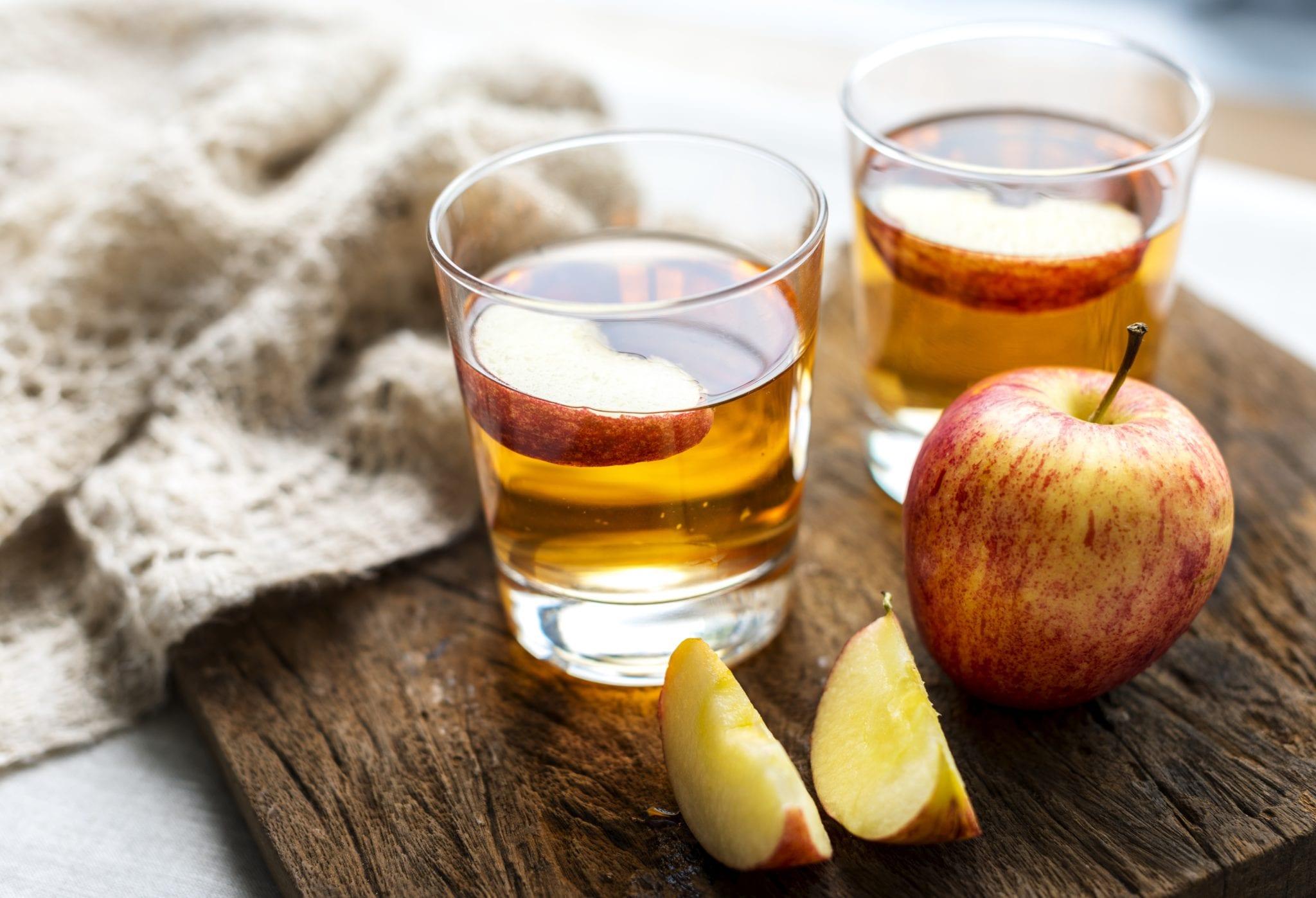 Apfelsaft und Äpfel aus dem Alten Land