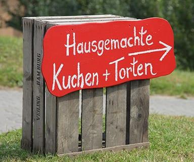 """Handbemaltes Schild """"hausgemachte Kuchen + Torten"""""""